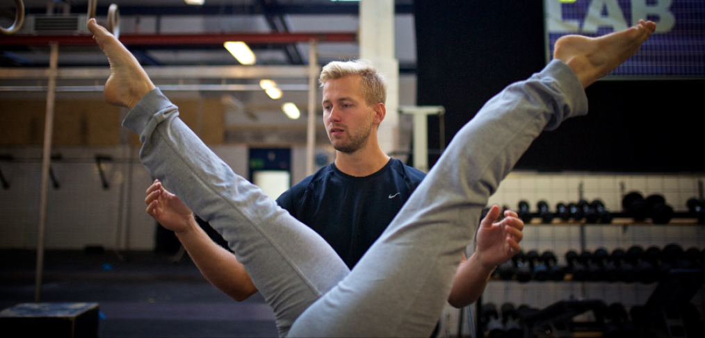 Personlig træning i gymnastisk styrketræning og håndstand hos Niels' Training