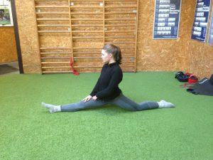 Niels' Training - Cathrine Front Split