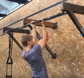 personlig træner i københavn niels jørgensen laver chin up og pull up progression