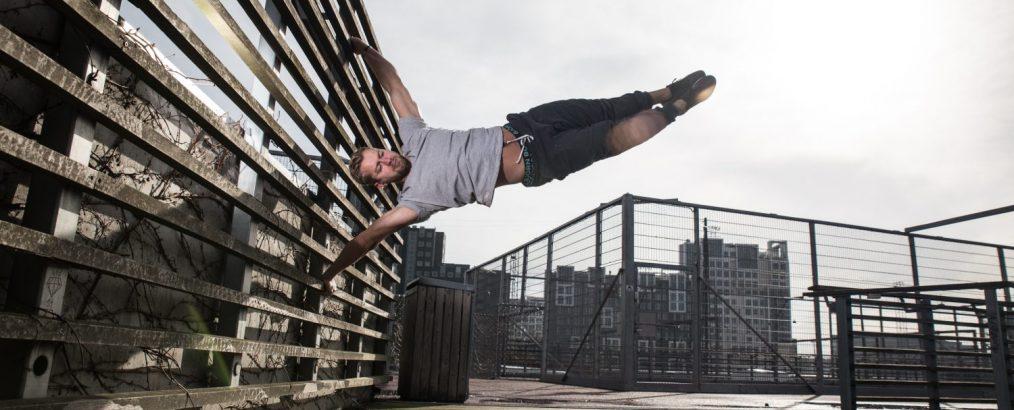 Niels' Training laver styrketræning under et vægttab. Niels laver her et human flag.