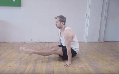 L-sit: Få en stærk core med denne kropsvægtsøvelse